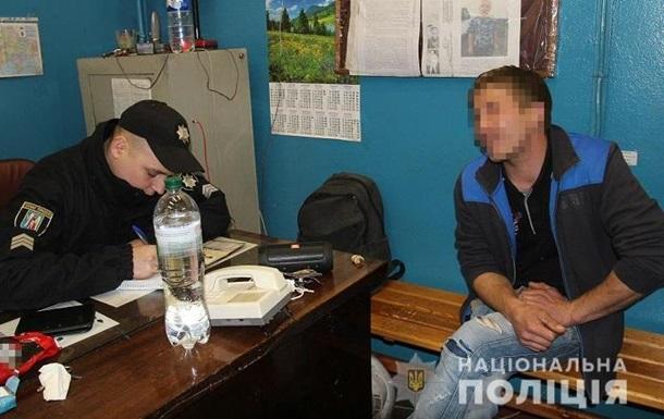 У метро Києва затримали двох зачеперів