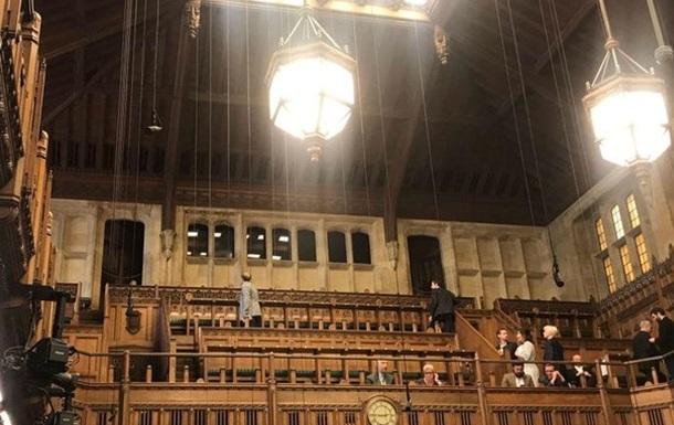 У парламенті Британії перервали засідання через протікання даху