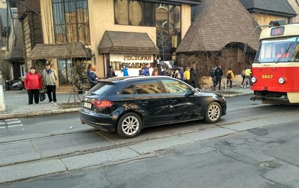 В Киеве из-за ДТП заблокировано движение трамваев