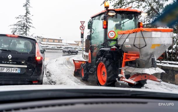 Францию, Италию и Швейцарию засыпало снегом
