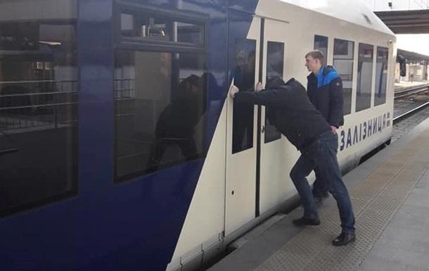 Експрес з Києва в аеропорт Бориспіль знову зламався - соцмережі