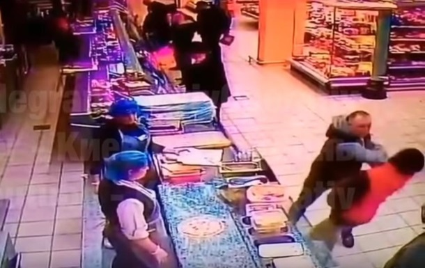 У супермаркеті Києва покупця вбили одним ударом - соцмережі