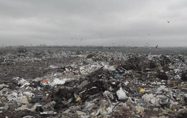 На Львовщине троих человек засыпало мусором на свалке