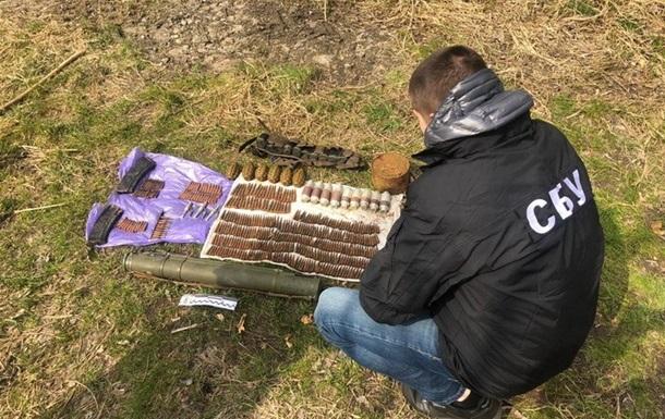 У парку Вінниці знайшли арсенал зброї