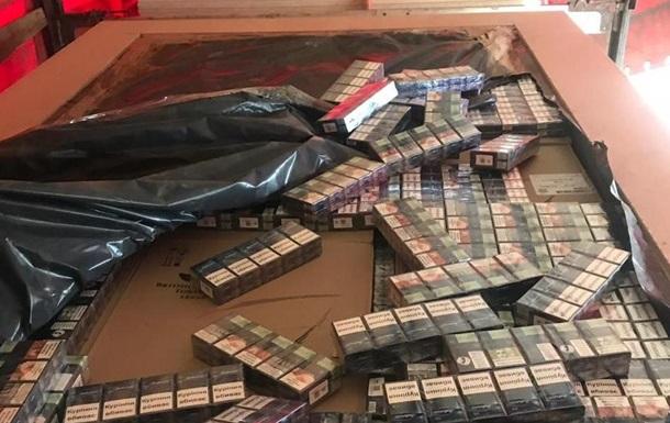 На кордоні з Румунією вилучили велику партію контрабандних сигарет