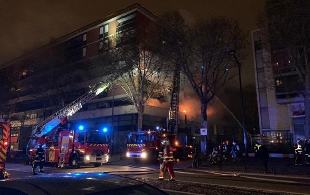 У Парижі сталася велика пожежа в житловому будинку