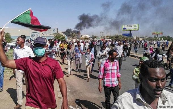 Количество погибших вакциях протеста вСудане достигло 21 человека