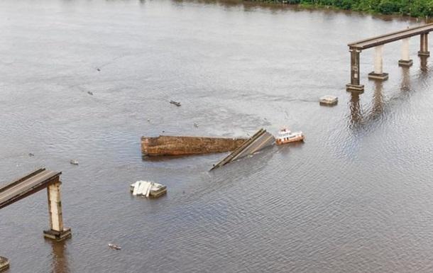 В Бразилии паром врезался в мост