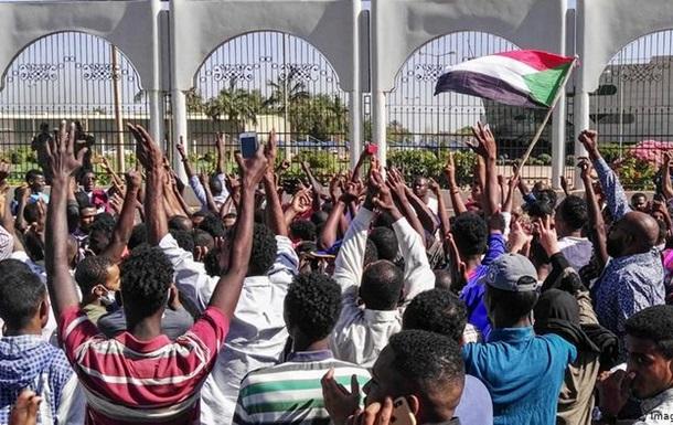 У Судані тривають масові демонстрації з вимогою відставки президента