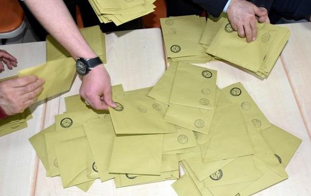 Партія Ердогана вимагає перерахунку голосів у Стамбулі після виборів