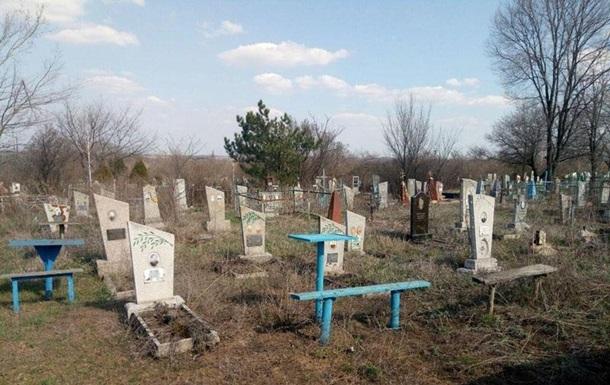На Донеччині жінка підірвалася на кладовищі