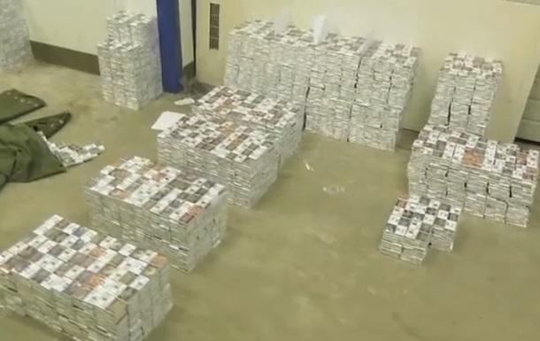 На кордоні з Угорщиною у фурі знайшли 75 тисяч пачок контрабандних сигарет