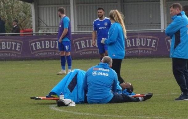 У матчі чемпіонату Англії гравець три години лежав на газоні через травму