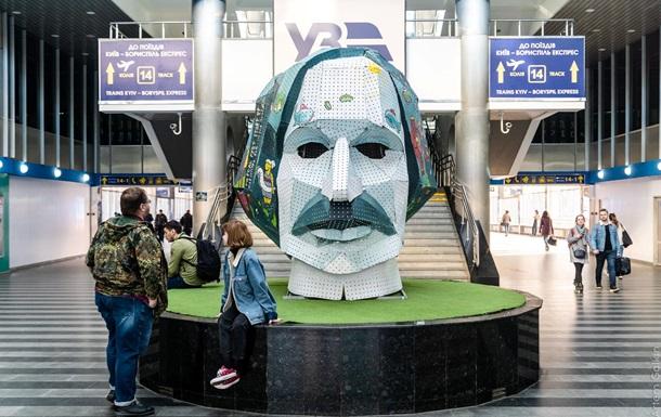 На київському вокзалі з явилася голова Гоголя