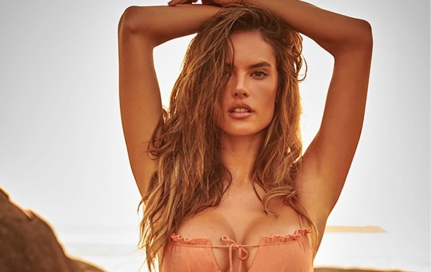 Екс-ангел Victoria s Secret показала фото в бікіні