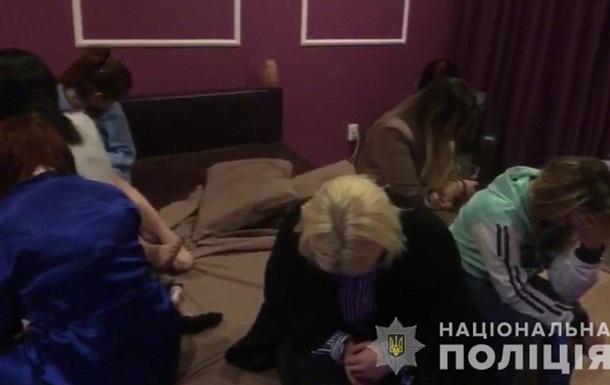 У Харкові  накрили  бордель, який працював під виглядом масажного салону