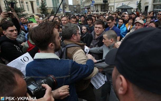 Під офісом Зеленського сталася бійка, є затримані