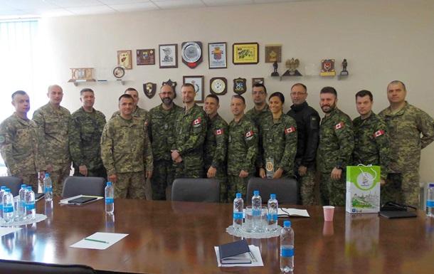 В Україну прибула чергова група канадських саперів-інструкторів
