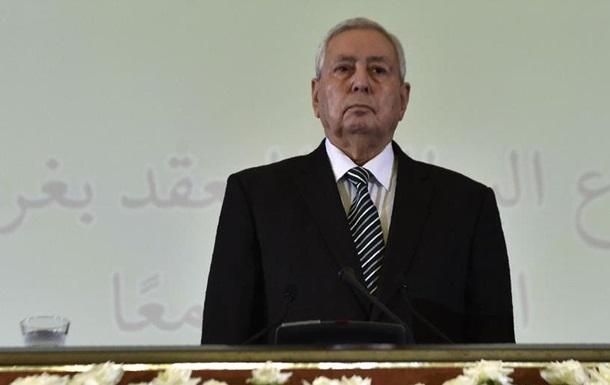 В Алжирі призначили тимчасового президента, але протести тривають