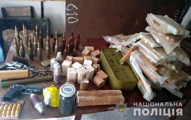 Жители Запорожья добровольно сдали в полицию пять гранатометов и боеприпасы