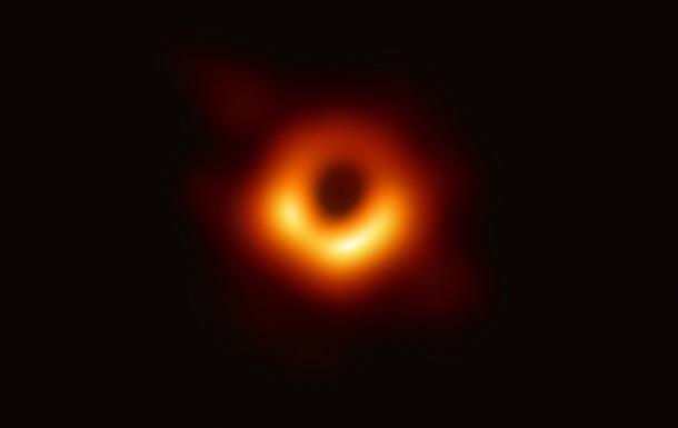 Астроном показал первое фото  тени  черной дыры