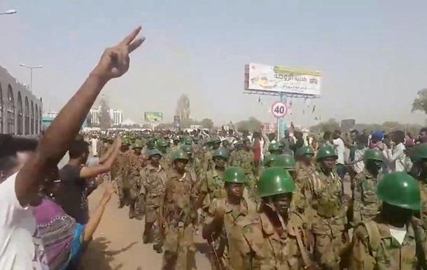 В Судане произошел военный переворот – СМИ