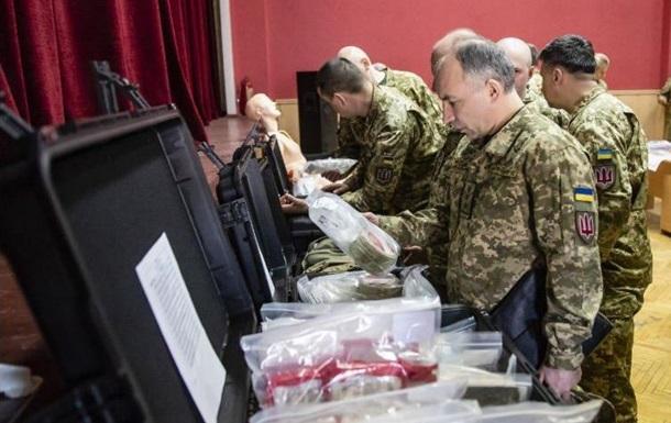 США передали медобладнання для армії України