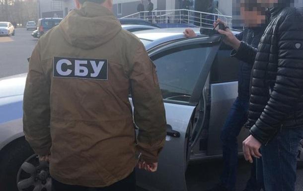 У Чернігові спіймали чиновника, який крав бензин у рятувальників