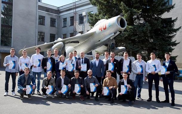 Подарок в День авиации: сто студентов-авиаторов летят во Францию