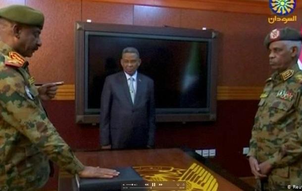 Голова військової ради Судану пішов у відставку