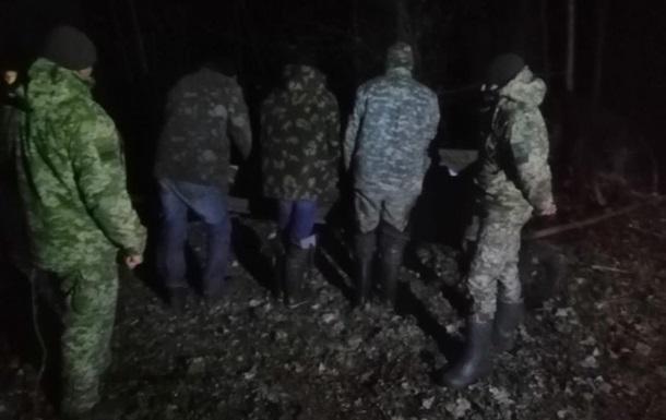 Українці на возах намагалися вивезти в Білорусь 800 кг сала