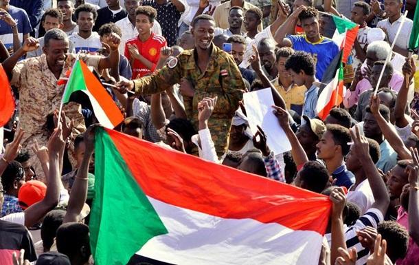 Військові Судану готові передати владу цивільному уряду