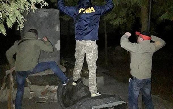 В Черниговской области снесли бюст Ватутина