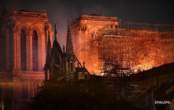 Из горящего Нотр-Дама спасли Терновый венец
