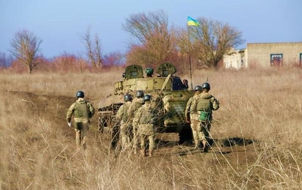 На Донбасі дев ять обстрілів: двоє військових поранені