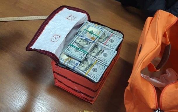 На Сумщині депутата затримали з 380 тисячами доларів