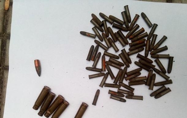 В Харькове мужчина продавал прохожим боеприпасы