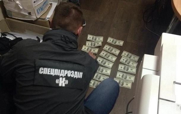 У Житомирі чиновника мерії затримали на хабарі у 80 тисяч