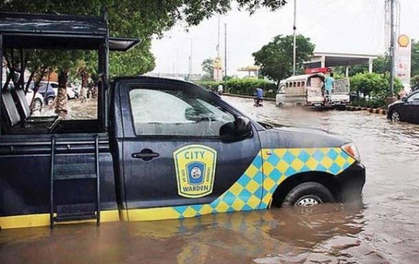 В Індії і Пакистані понад сто людей загинули від злив