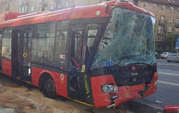У Братиславі зіткнулися автобус і тролейбус, 13 постраждалих