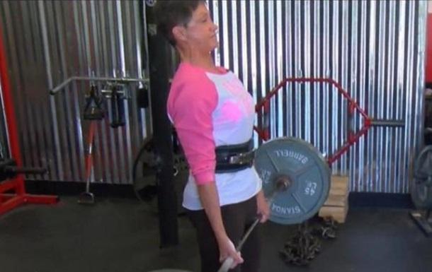 Женщина в 69 лет установила рекорд по пауэрлифтингу