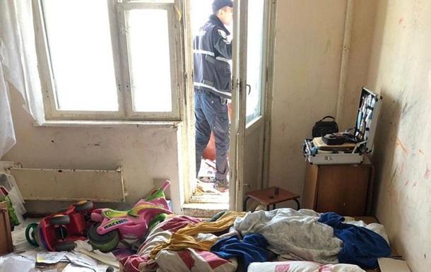 У Києві дворічна дівчинка вижила після падіння з шостого поверху