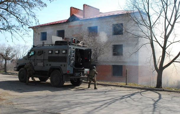 На Донбассе под обстрел попали дома и школа