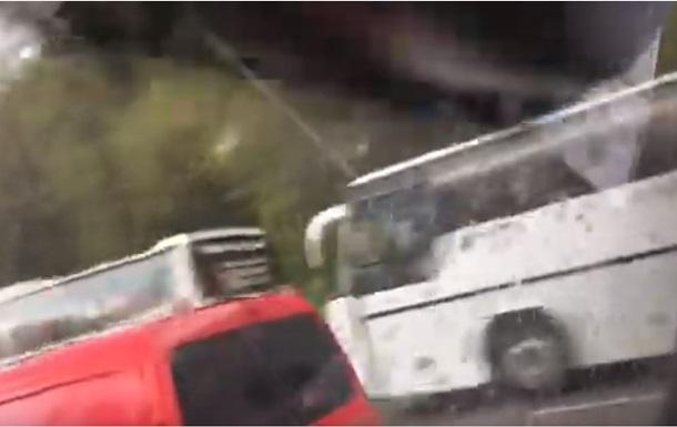 На Набережном шоссе в Киеве пробка из-за  свидетелей дебатов