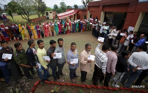 В Індії чоловік відрізав собі палець, проголосувавши  не за ту  партію