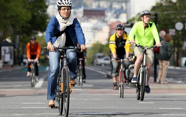 В Киеве прошел флешмоб ко дню велосипедиста