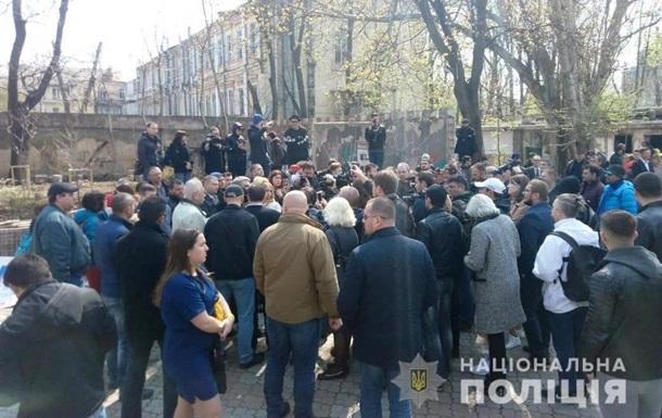 В Одесі затримано чоловіків, які обілляли фекаліями нардепа Найєма