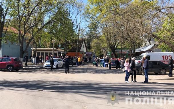 В Одессе и Харькове телефонные  минирования  учреждений
