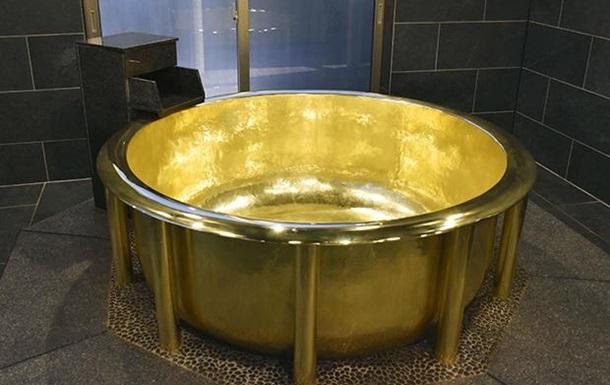 На японском курорте установили рекордную золотую ванну