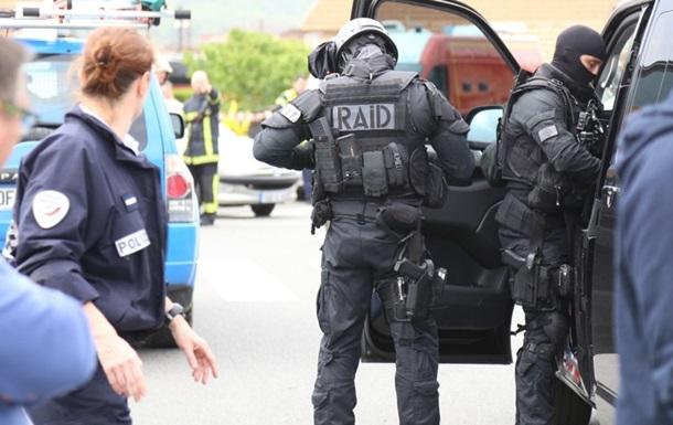 У Франції захопили заручників: чутно постріли